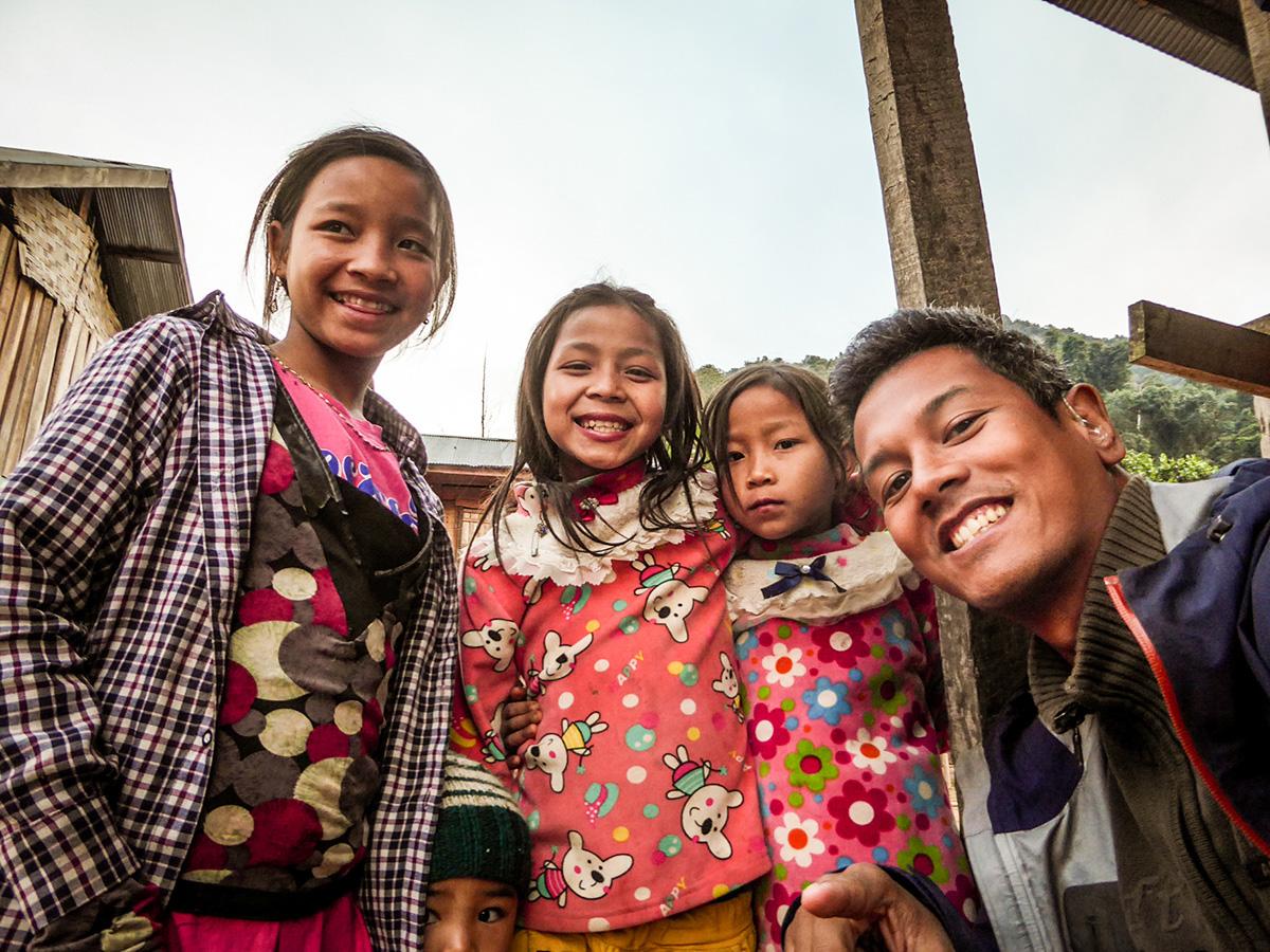 Ik en de locals van Luang Namtha